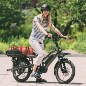 Vélo Cargo Yuba Fastrack Gris lifestyle